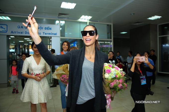 Hoa hậu Hoàn vũ từng đăng quang ở Nha Trang rạng rỡ ngày trở lại - 1