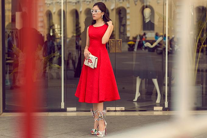 MC Thanh Thanh Huyền rực rỡ sắc đỏ cùng váy Đỗ Mạnh Cường - 9