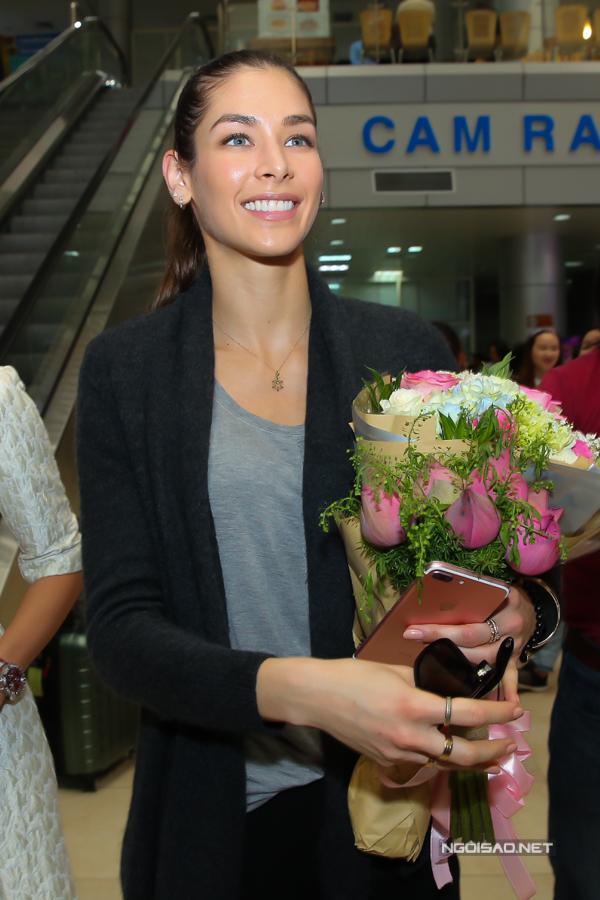 Hoa hậu Hoàn vũ từng đăng quang ở Nha Trang rạng rỡ ngày trở lại - 2
