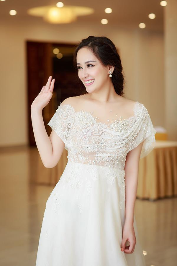 Sau 3 năm ở ẩn, đây được xem là một trong những hoạt động đầu tiên đánh dấu sự trở lại showbiz trong năm nay của Hoa hậu Mai Phương Thuý. Cô được bạn trai động viên nên làm giám khảo Hoa hậu Hoàn vũ Việt Nam.