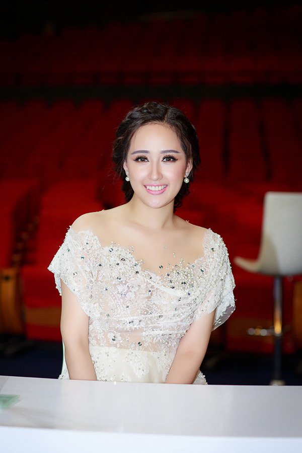Mai Phương Thuý sẽ hội ngộ nhiều người đẹp trong đêm chung kết Hoa hậu Hoàn vũ Việt Nam 2017, diễn ra vào tối 6/1 tại Nha Trang.