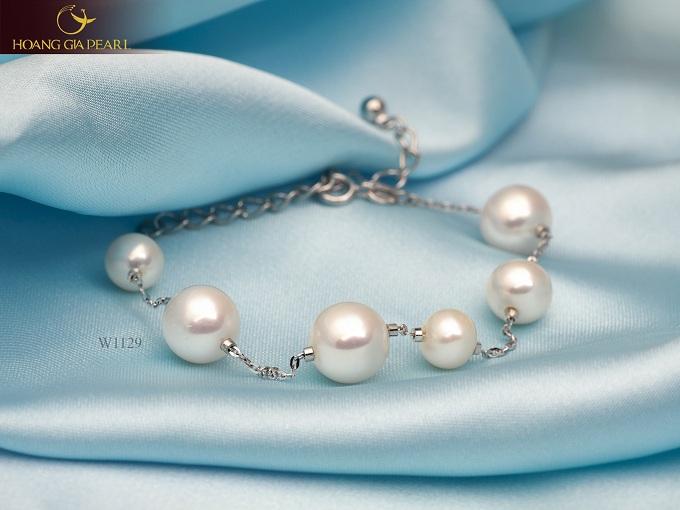 Những món trang sức xinh xắn giúp đôi bàn tay của phái đẹp thêm duyên dáng hơn.