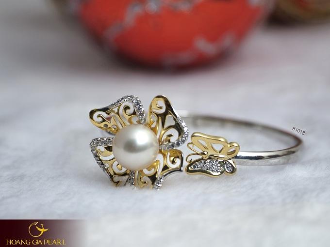 Kiểu vòng tay ngọc trai với thiết kế thanh lịchcủa Hoàng Gia Pearl được nhiều chị em yêu thích.