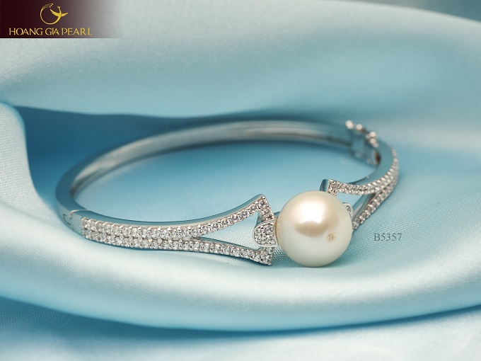 Một món trang sức nhỏ xinh cũng có thể giúp chị em tỏa sáng vẻ đẹp và khí chất của bản thân.