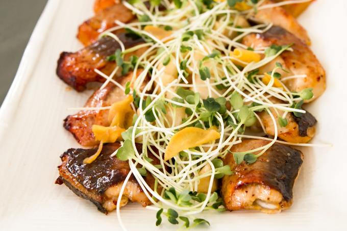 Món ăn được các đầu bếp chăm chút tỉ mỉ.