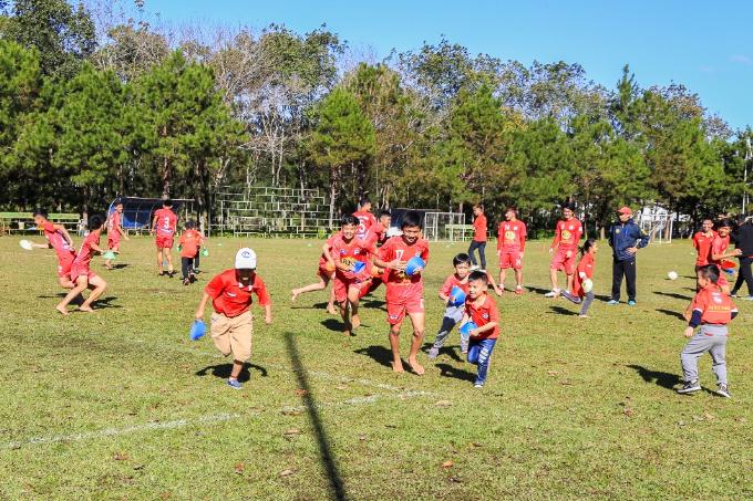Các học viên của học viện phải có một tình yêu lớn với bóng đá mới có thể vượt qua những nỗi đau về cơ thể và những thử thách về tinh thần trên hành trình chinh phục những giấc mơ.