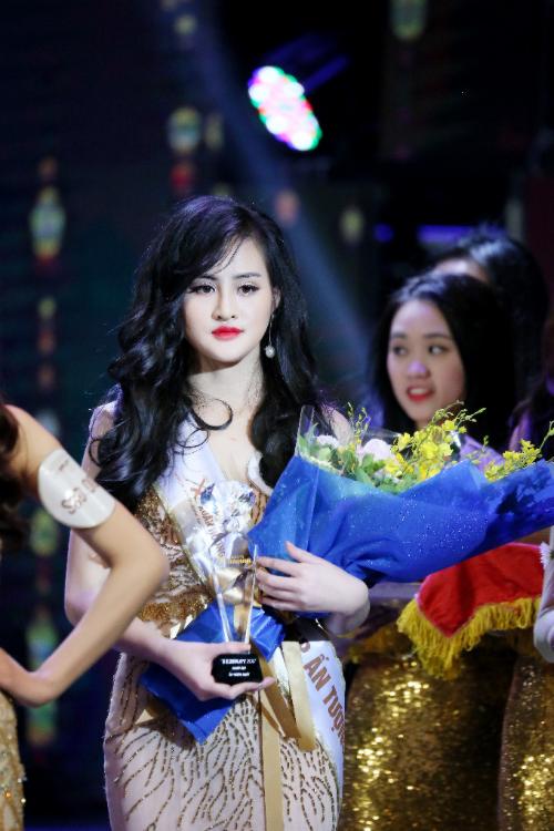Và mặc dù ở hiện tại, gương mặt Mai vẫn còn sưng nhưng cô đã tự tin hơn rất nhiều, tỏa sáng trong đêm chung kết The Beauty và giành giải Người đẹp ấn tượng.