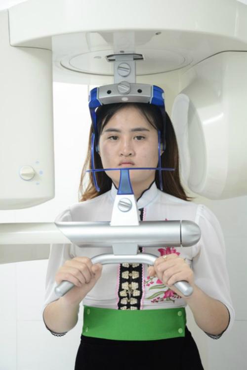 Để có được ngoại hình hiện tại, cô gái đã phải qua một chặng đường dài, nhiều ca phẫu thuật phức tạp với nhiều giai đoạn. Trường hợp đặc biệt của Mai được các bác sỹ nhận định cần phải chỉnh sửa xương hàm và cằm đồng thời tiến hành nâng mũi thì mới có thể cải thiện được gương mặt. Nếu sử dụng phương pháp phẫu thuật thông thường sẽ không hiệu quả nên những ca chỉnh sửa của Mai kéo dài nhiều giờ đồng hồ, đòi hỏi sự kiên nhẫn và tập trung cao độ của các bác sỹ cũng như quyết tâm của Mai.Mai đang được các bác sỹ chẩn đoán để tiến hành chỉnh sửa