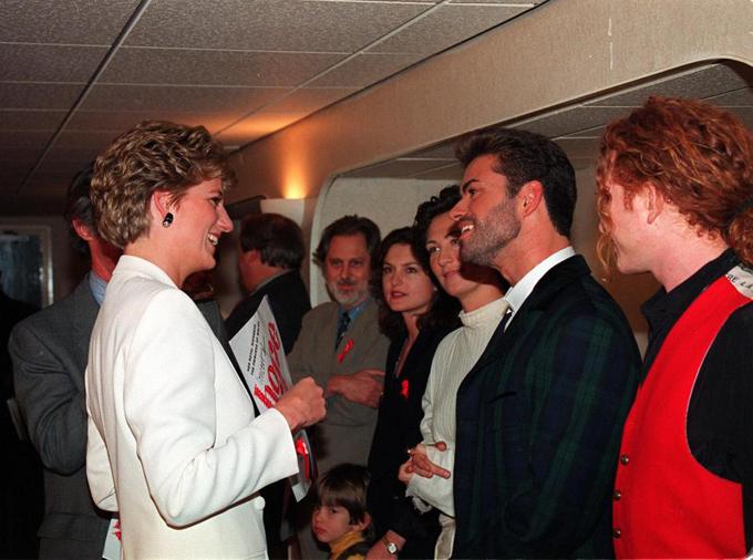 Buổi gặp gỡ đầu tiên của hai người tại đêm nhạc từ thiện năm 1989.