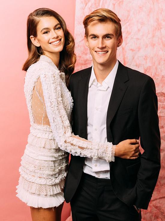 Kaia và Presley rất thân thiết với nhau, thường xuyên sánh đôi tham gia các sự kiện. Cả hai cũng từng kết hợp chụp hình quảng cáo cho hãng đồng hồ Omega.