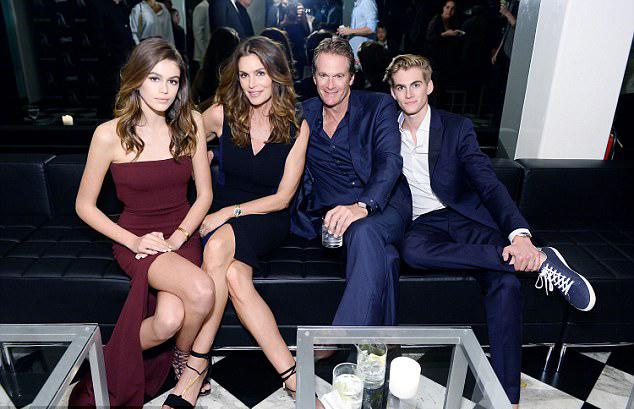 Gia đình 4 người tài sắc vẹn toàn của siêu mẫu Cindy Crawford.