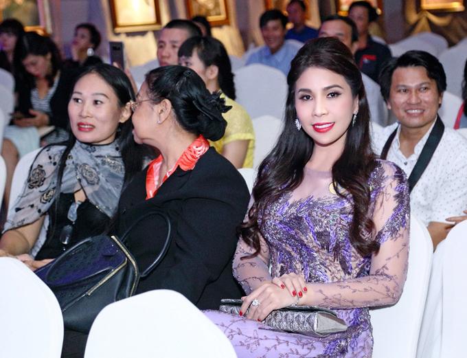 Lý Hương chia sẻ, cô luôn ủng hộ các sự kiện từ thiện, vì cộng đồng. Hiện nữ diễn viên sống tại Việt Nam cùng đạigia đình.