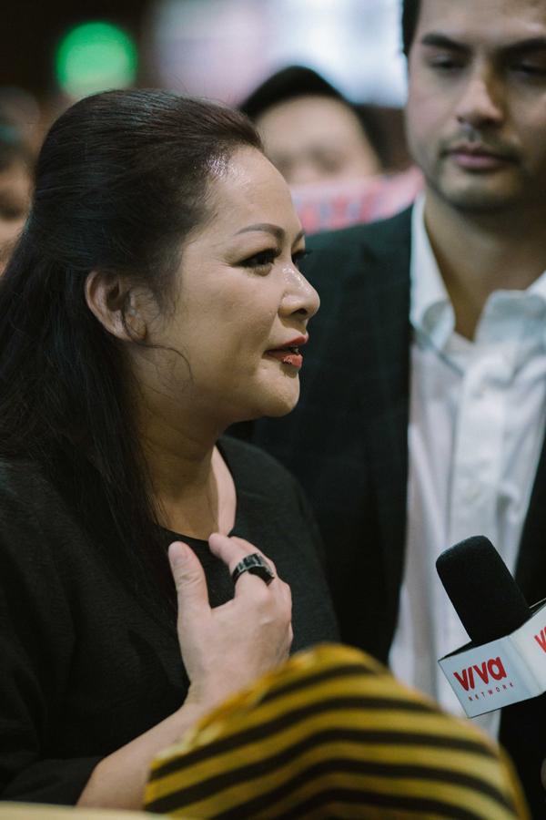 Như Quỳnh chia sẻ: Tôi rất hạnh phúc và xúc động khi thấy khán giả ra tận sân bay đón mình. Tôi vui vìmọi người vẫn luôn yêu thương, ủng hộ Như Quỳnh.
