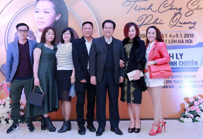 NSND Trần Nhượng sóng đôi vợ trẻ xem ca nhạc sau sự cố ăn tay gấu - 1