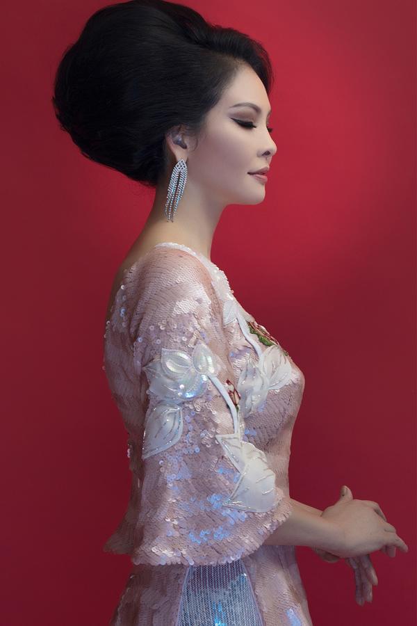 Bộ ảnh do chuyên gia trang điểm và làm tóc Cindy Thái Tài hỗ trợ thực hiện.