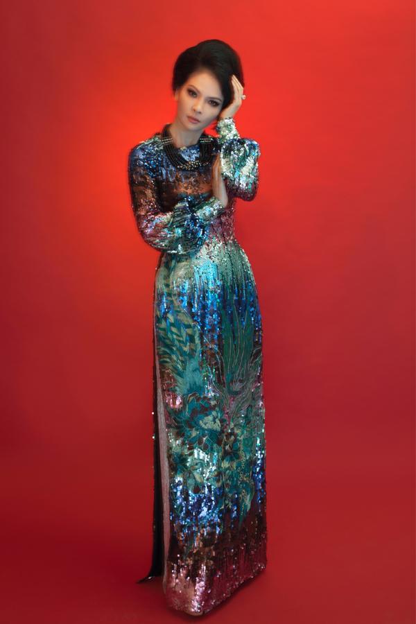 Ở tuổi ngoại ngũ tuần, Thủy Hương được mệnh danh là một trong những người đẹp không tuổi.