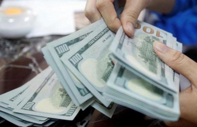 Mẹ yêu cầu con trai phải trả lại 1 triệu USD tiền nuôi dưỡng