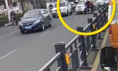 Người đi đường bị hai ông cháu đâm hai lần liên tiếp