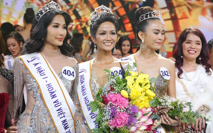 Hoa hậu HHen Nie, Á hậu 1 Hoàng Thuỳ và Á hậu 2 Mâu Thuỷ.
