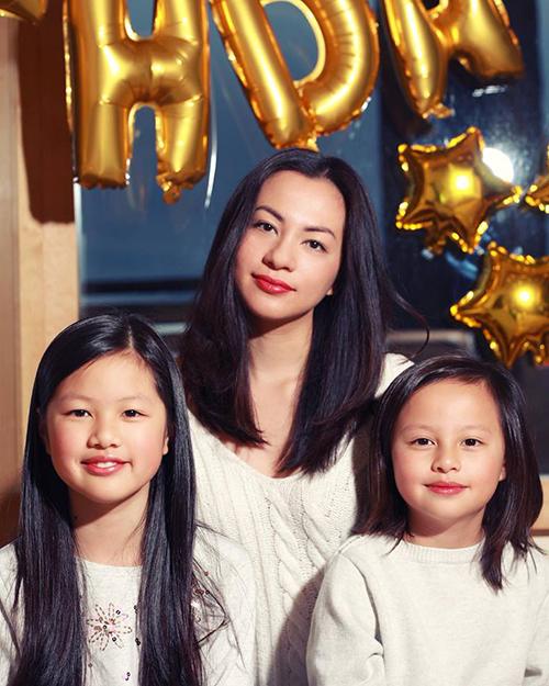 Ngọc Thuý khoe ảnh hai con gái càng lớn càng giống mẹ.