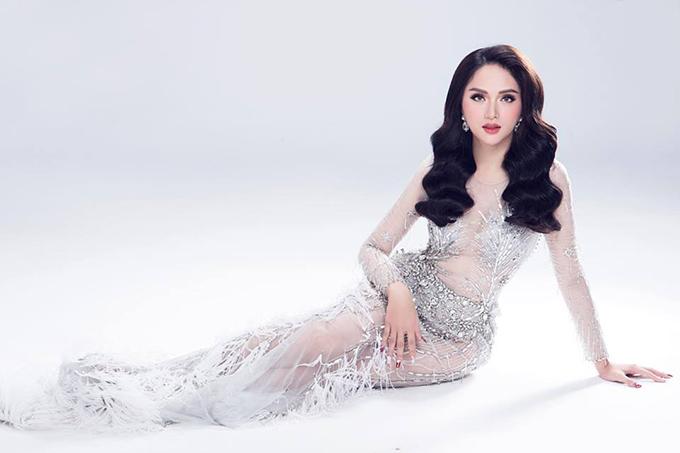 Hương Giang Idol diện váy ôm bó sát theo style nàng tiên cá.