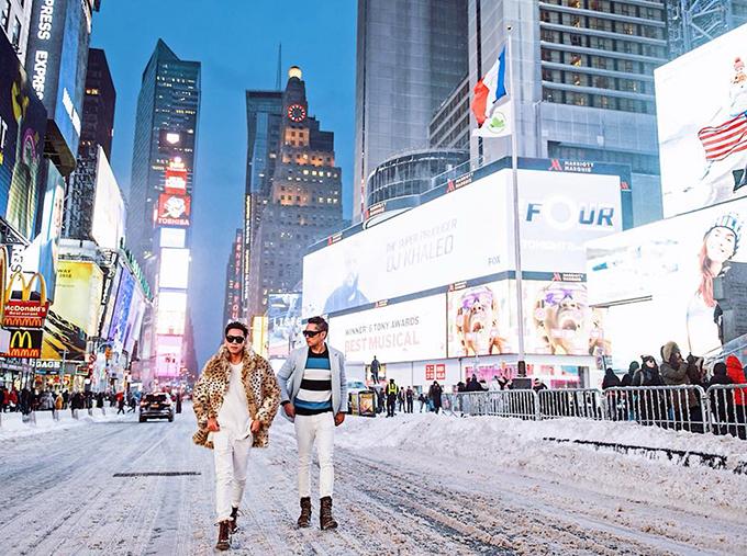 Hồ Vĩnh Khoa thực hiện bộ ảnh lãng mạn vào ngày tuyết trắng ở New York.