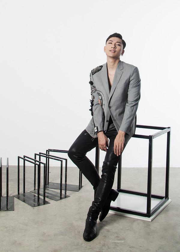 Trần Trung cao 1,84 m, hiện vừa là diễn viên vừa tham gia biểu diễn trong các show thời trang tại TP HCM.