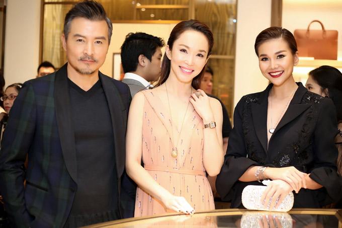 Thanh Hằng chụp ảnh cùng vợ chồng Phạm Văn Phương - Lý Minh Thuận.