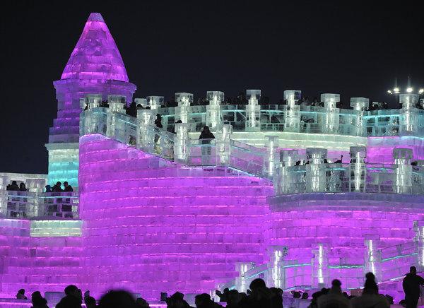 Lễ hội băng đăng lớn nhất thế giới khai trương ở Trung Quốc - 8