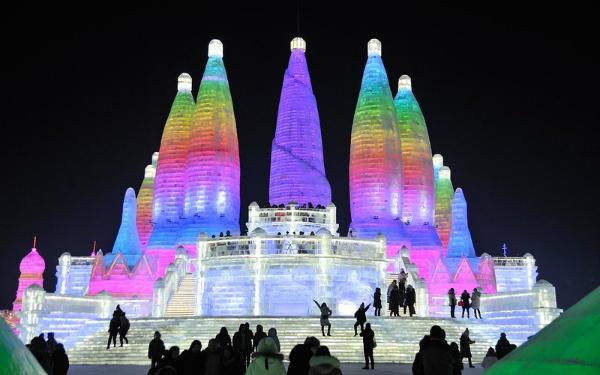 Lễ hội băng đăng lớn nhất thế giới khai trương ở Trung Quốc - 3