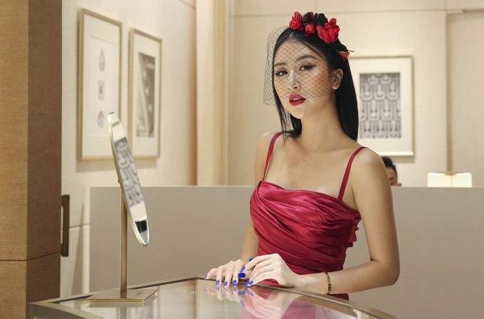 Ca sĩ Quỳnh Anh Shyn quyến rũ với phong cách cổ điển.