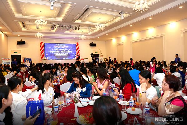 Hơn 300 khách mời dự tiệc tri ân đón Tết Nguyên Đán với chủ đề Ngày hội miễn phí: Đẹp da giữ dáng - vui đón xuân sang của chi nhánh Ngọc Dung tại Cần Thơ cuối tuần qua.