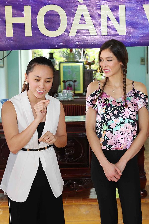 Hoa hậu HHen Niê đi từ thiện cùng Miss Universe 2008 Dayana Mendoza - 10