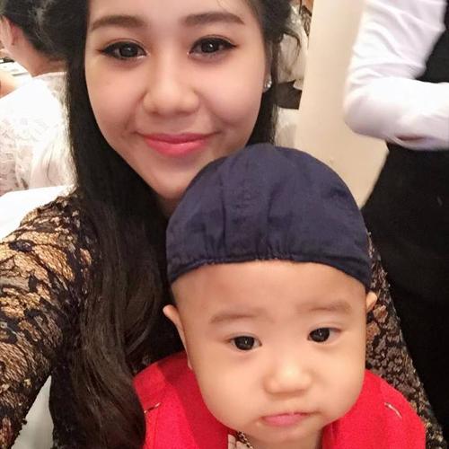 Chị Mỹ Dương và bé Hoàng Khôi.