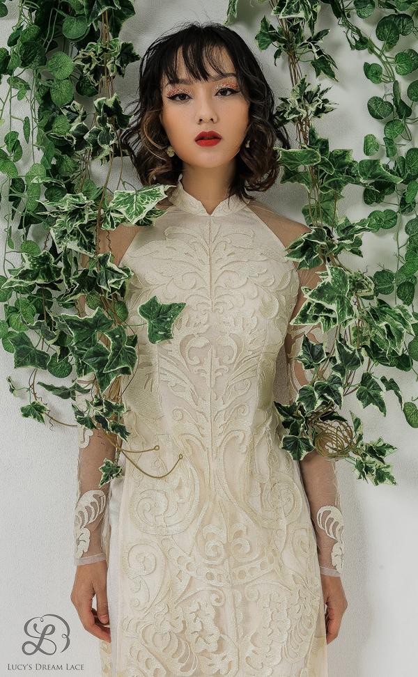 Ngoài áo dài, Lucys Dream Lace còn cónhiều kiểu dáng váy dạo phố, váy dự tiệc. Thương hiệu còn chuẩn bị ra mắt dòngtrang phục cưới.