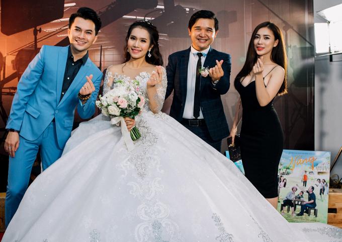 Nam Cường và diễn viên Thiên Thủy cũng góp mặt trong dàn nghệ sĩ dự đám cưới tối 7/1.
