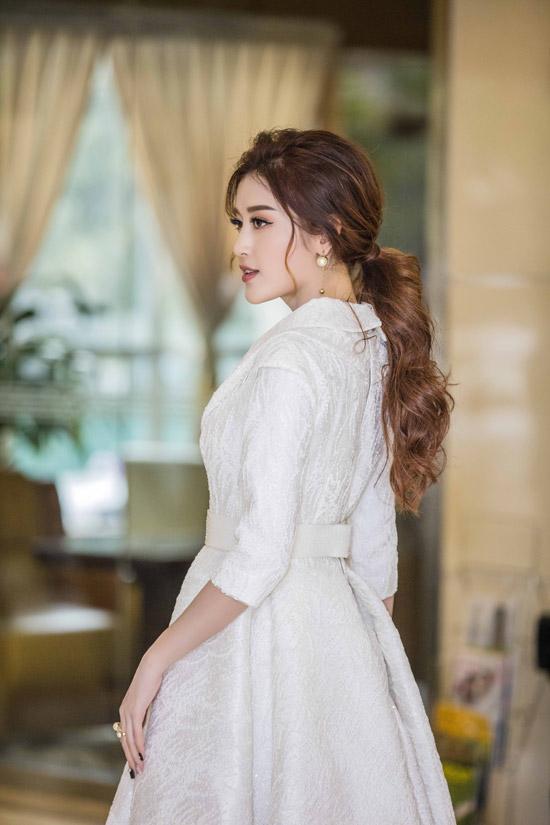 Với thành tích top 10 Hoa hậu Hòa bình Thế giới 2017, Huyền My rất đắt show event, quảng cáo. Cô cũng đang thực hiệnkế hoạch lấn sân lĩnh vực thời trang khi kết hợp với một thương hiệu thực hiện bộ sưu tập áo dài.