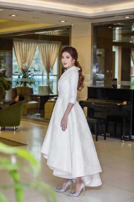 Người đẹp chia sẻ, cô vừa về nước sau chuyến du lịch đón năm mới cùng gia đình tại Hong Kong.