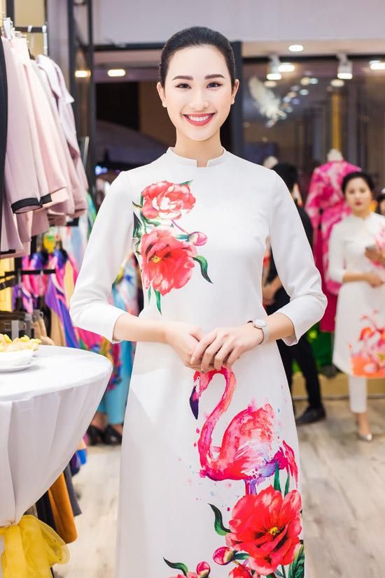 Việt Anh không sợ vợ ghen khi mặc dài đôi với Đan Lê - 13