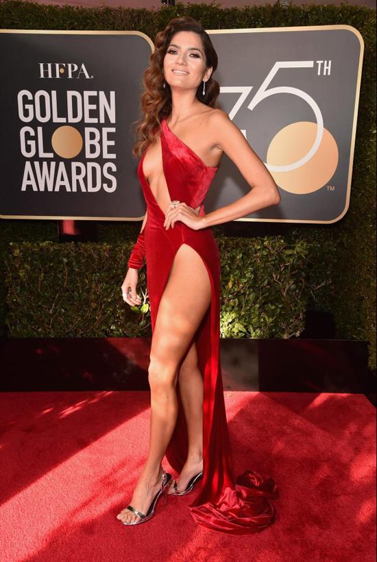 Blanca Blanco khoe da thịt trên thảm đỏ Quả cầu vàng tối 7/1 ở Los Angeles.