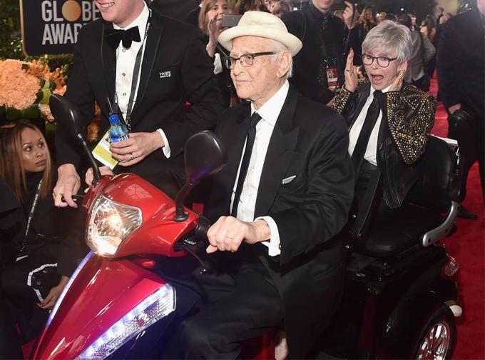 Norman Lear và người bạn đồng hành Rita Moreno.