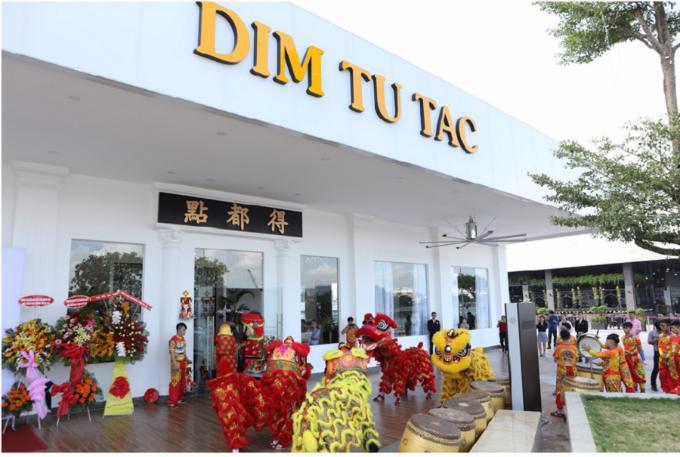 Tiếp nối thành công của hệ thống 4 chi nhánh Dim Tu Tac tại TP HCM, Dim Tu Tac tiếp tục cho ra mắt không gian sang trọng tại tòa nhà Kenton Node, quận 7, với đa dạng ẩm thực các món ăn truyền thống của người Quảng Đông mang nét đặc trưng riêng biệt, góp phần tạo nên bức tranh ẩm thực đa sắc tại Sài Gòn.