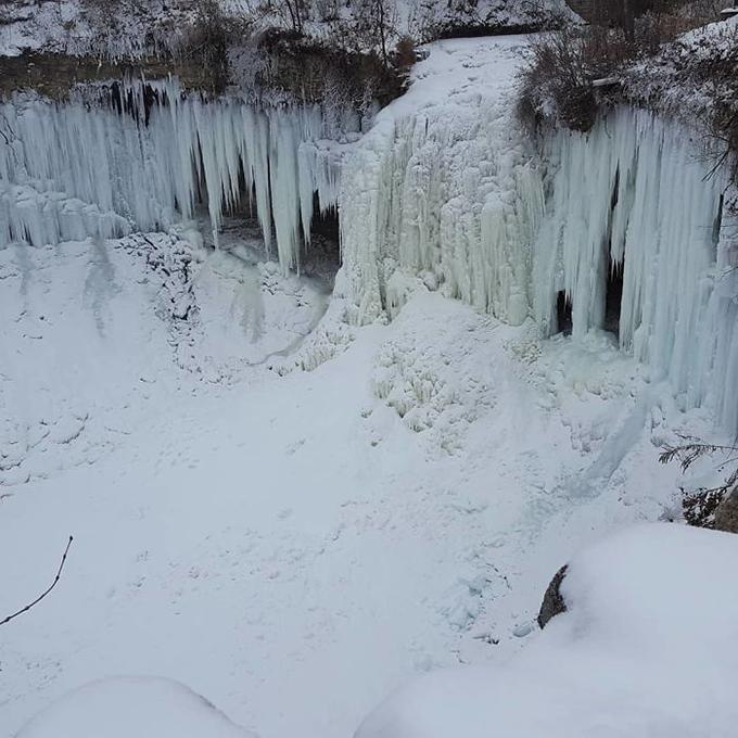 Không chỉ thác Niagara ở biên giới Mỹ - Canada mà ngay cả thác Minnehaha trong công viênMinnehahaPark (Minneapolis, Minnesota) cũng trở thành vương quốc băng giá.