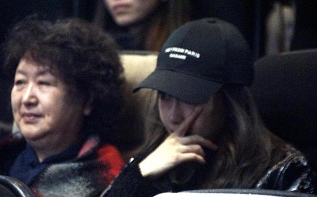 Angelababy và mẹ chồng khóc như mưa khi đi xem phim Huỳnh Hiểu Minh đóng - 2