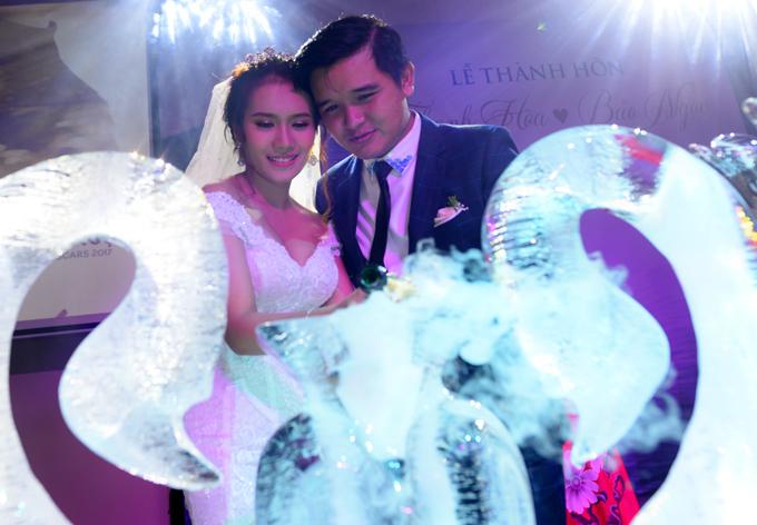Võ Thanh Hòa hơn bà xã 2 tuổi. Anh rất mãn nguyện khi cưới được vợ xinh đẹp, hiền lành, biết vun vén cho gia đình.