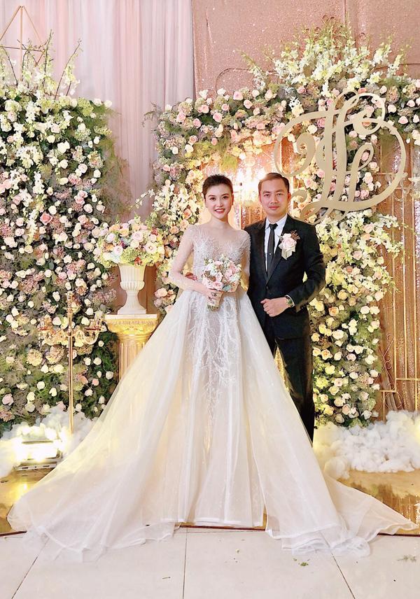 Ngọc Duyên và chồng đại gia trong hôn lễ ở Vũng Tàu.