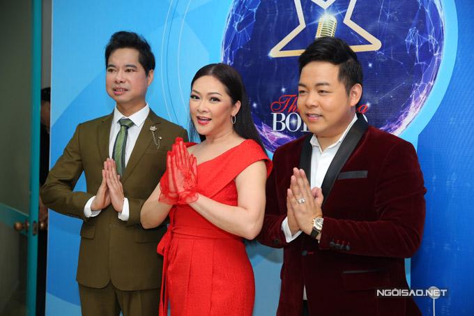 Như Quỳnh cùng Ngọc Sơn, Quang Lê vui vẻ giao lưu với báo giới trước khi bước vào buổi ghi hình Thần tượng Bolero mùa ba.