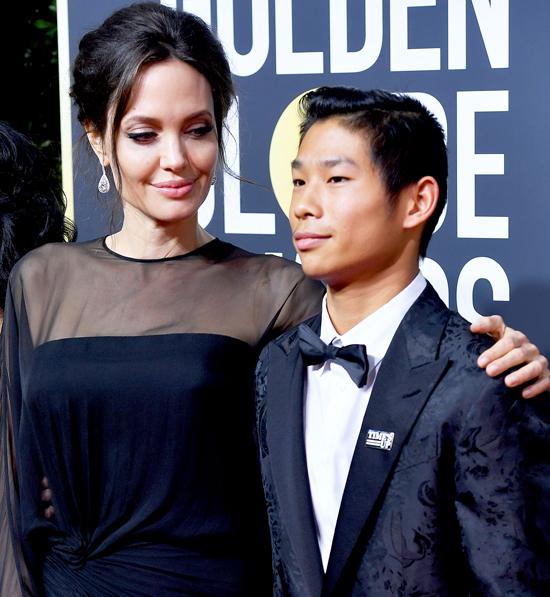 Pax Thiên tham dự hầu hết các lễ trao giải và liên hoan phim cùng mẹ trong những tháng gần đây.