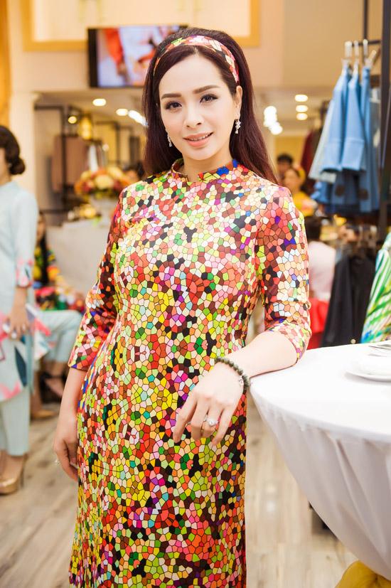 Việt Anh không sợ vợ ghen khi mặc dài đôi với Đan Lê - 12