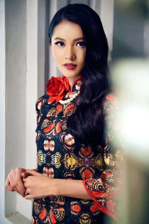 Bộ ảnh được thực hiện với sự hỗ trợ của nhiếp ảnh Kỳ Anh Trần, trang điểm Hi Won.